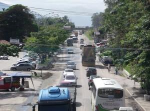 PROBLEMAS COMO o intenso fluxo de veículos na BR 465, que corta a cidade ao meio, vão merecer atenção no projeto. (FOTO NATÁLIA FIGUEIREDO)