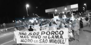 MORADORES uniram-se em protesto contra o fechamento do acesso exclusivo ao bairro São Miguel (FOTO DIVULGAÇÃO)