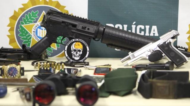 Polícia apreendeu pistola, balas de fuzil e telefones numa operação deflagrafa em seropédica e Itaguaí Foto: Cléber Júnior / Cléber Juinor/ Extra/ Agência O Globo