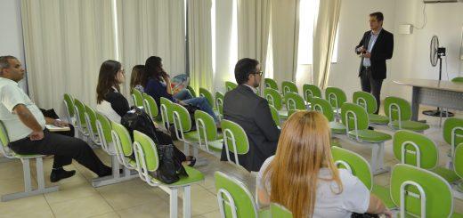 Palestra no auditório da Secretaria Municipal de Educação, Cultura e Esporte (SMECE)